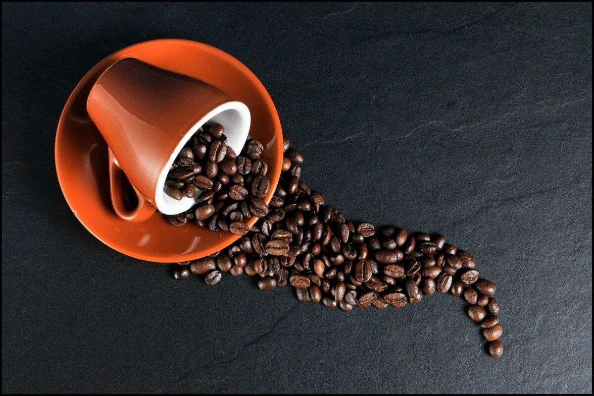 Espressotasse und Espressobohnen